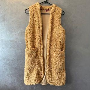 Faux fur vest size small NWOT